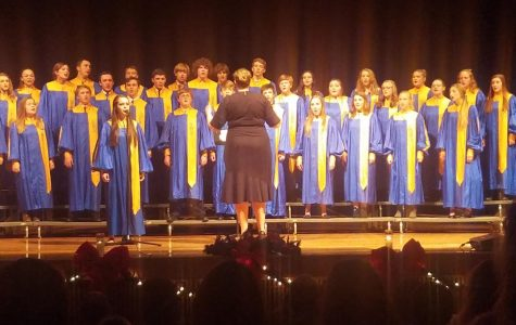 Choir Christmas concert presents enjoyable performance