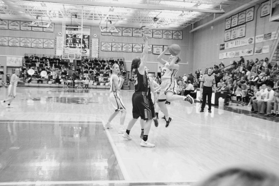 Senior+Alli+Puuri+executes+a+jump+shot+against+Campbell+County.+%28Photo+courtesy+Ashley+Cooper%29