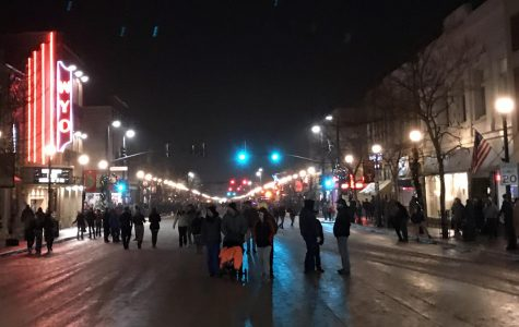 Christmastime comes to Sheridan's Main Street