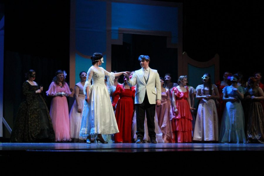"Spring Musical ""Cinderella"" transports audience into a fairy-tale book"