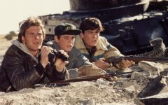 Matt, played by Charlie Sheen, and Jed, played by Patrick Swayze watch the enemy from afar.